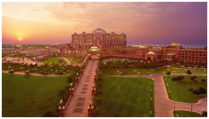 Emirates Palace 700 x400