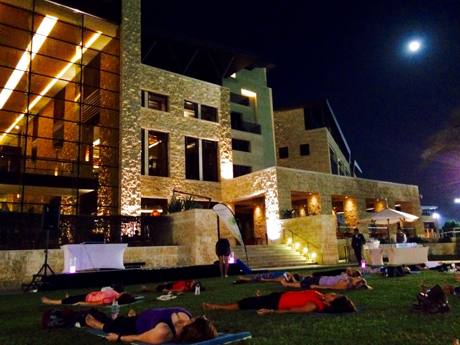 Moonlight yoga in abu dhabi for Abu dhabi country club salon