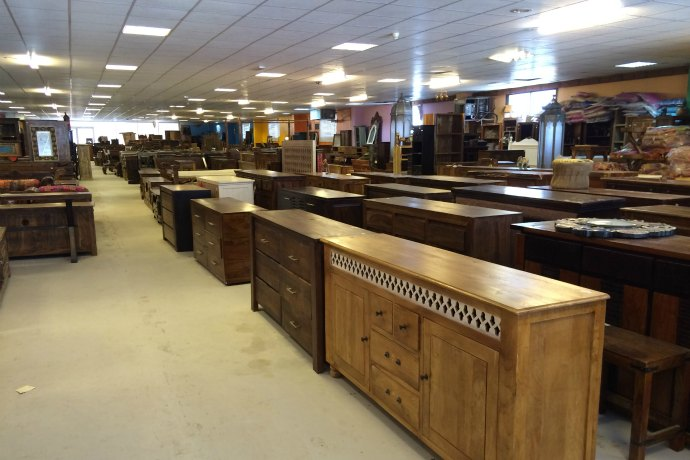Heritage touch warehouse in mina zayed abu dhabi for Home bar furniture abu dhabi