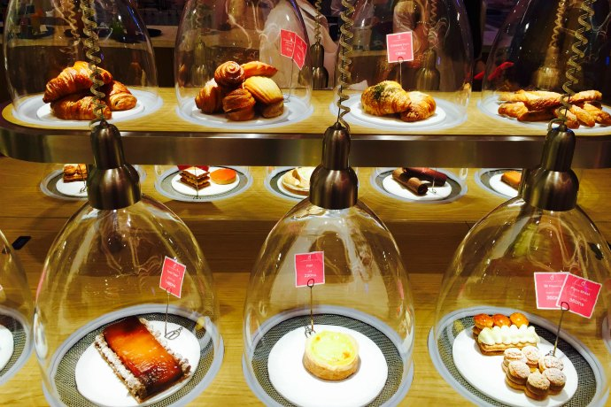 Glass domes at La Patisserie des Reves in Abu Dhabi