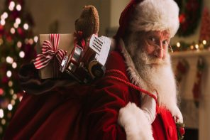 Mumzworld_Santa_Delivery_690x460